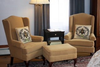 Reed Room Seating Area - Lang House on Main Street